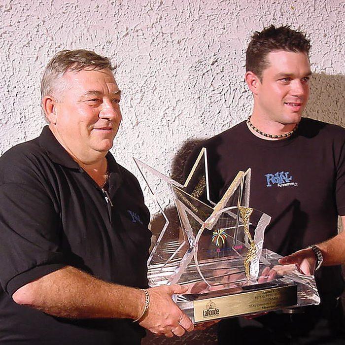 Remise de trophée à La Ronde 2003 - Histoire de Royal Pyrotechnie